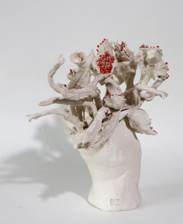 Vase moyen figue blanc et rouge, 2019 Céramique 41 x 40 cm, BC-1938 ©BACHELOT&CARON