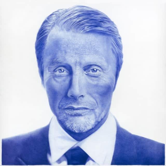 Mads Mikkelsen, 2019 Dessin au stylo à bille bleu sur papier 150 x 150 cm, KO-1901 ©KONRAD (collection privée)