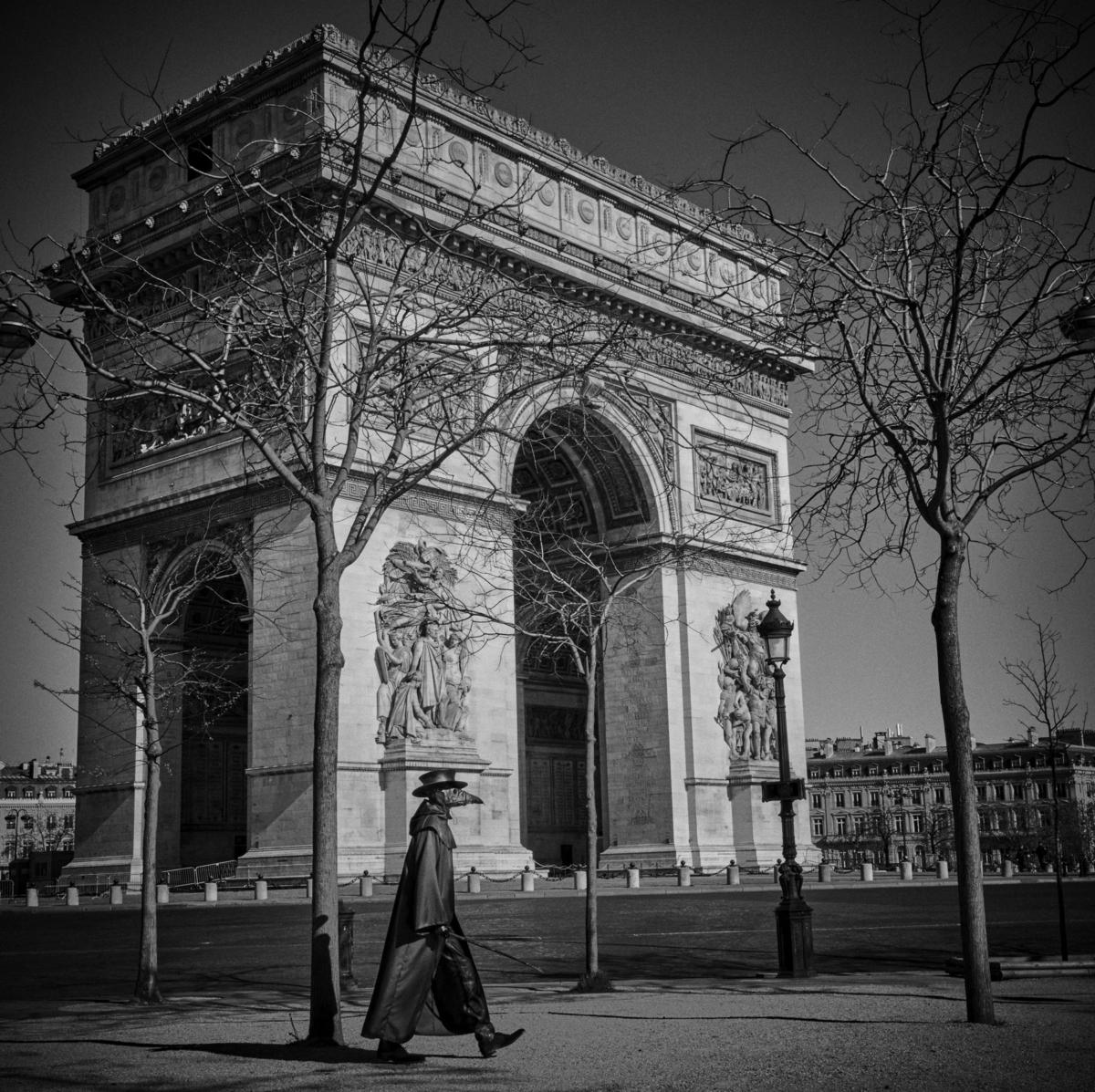 Arc de Triomphe, Paris, mars 2020 Fine Art print sur papier Hahnemühle 25 x 25 cm, SG-DP01 ©STEPHAN GLADIEU