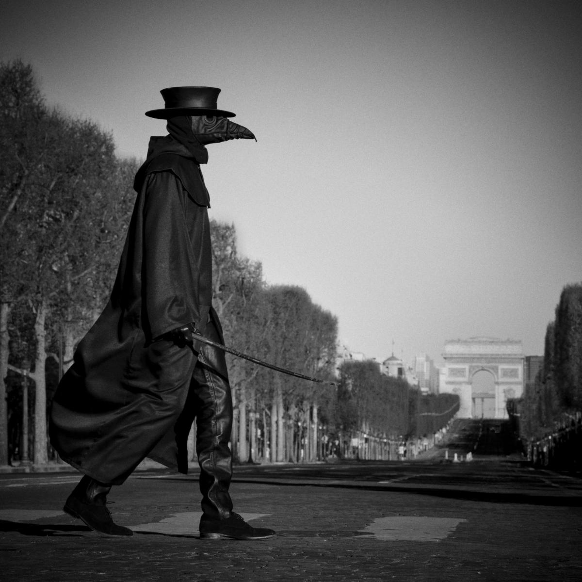 Champs Elysées, Paris, mars 2020 Fine Art print sur papier Hahnemühle 25 x 25 cm, SG-DP05 ©Stephan Gladieu