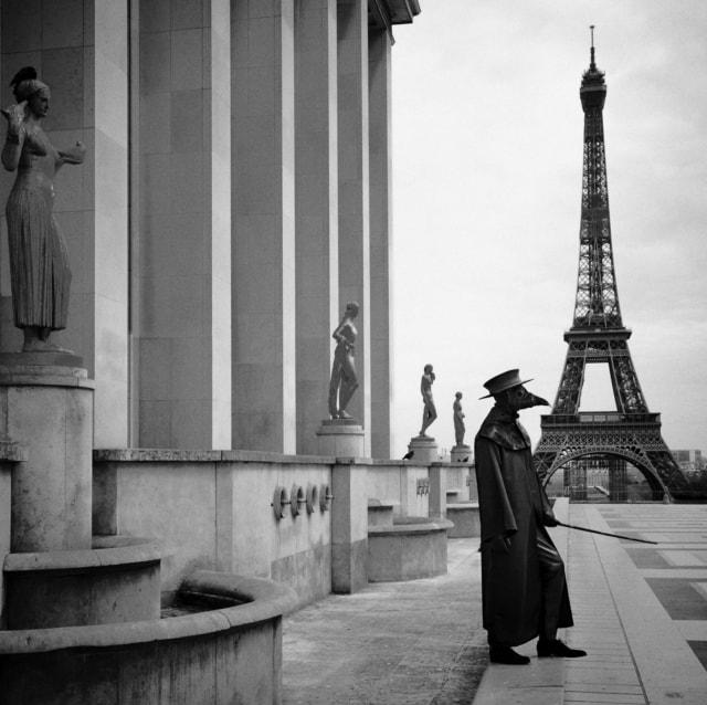 Docteur Peste, Musée de l'Homme, Paris, mars 2020 Fine Art print sur papier Hahnemühle 25 x 25 cm, SG-DP06 ©STEPHAN GLADIEU