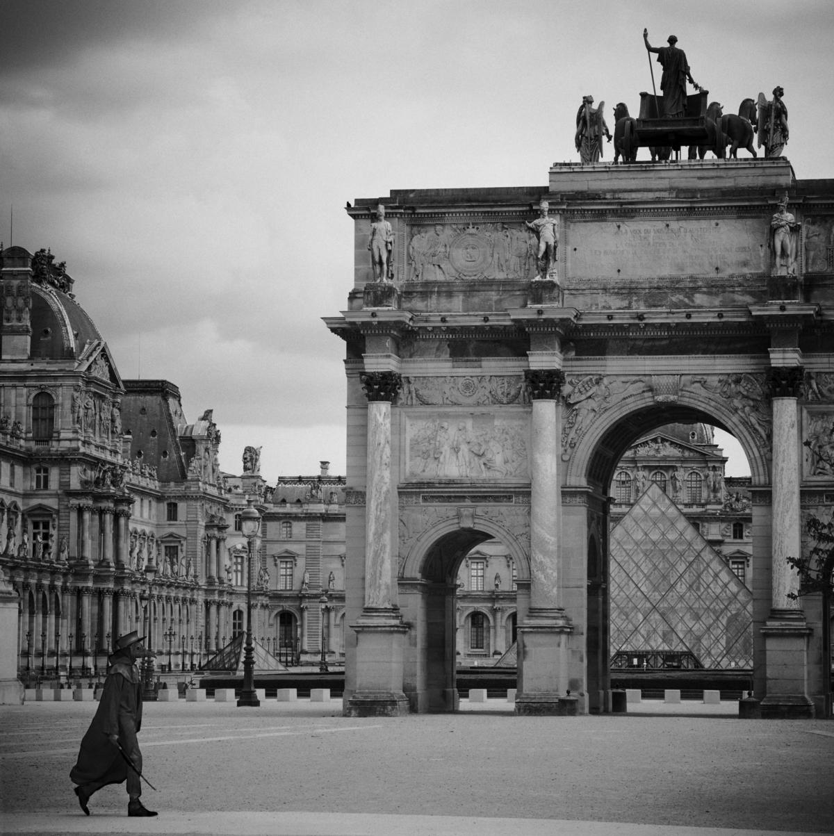 Pyramide du Louvre, Paris, mars 2020 Fine Art print sur papier Hahnemühle 25 x 25 cm, SG-DP12 ©Stephan Gladieu