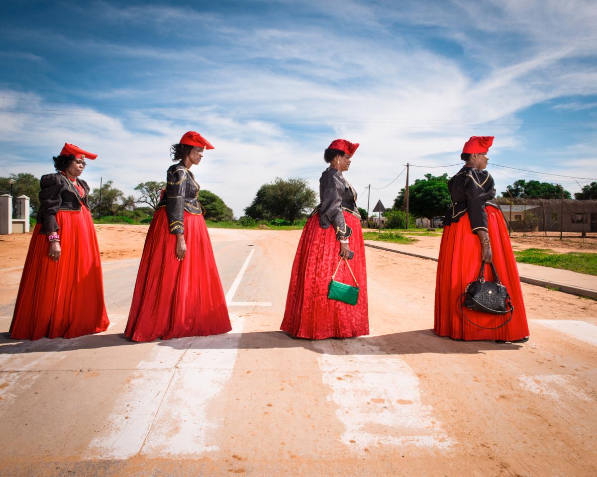 Hereros #38, Namibie 2017 Photographie Fine Art print sur papier Hahnemühle 80 x 100 cm, SG-HE38 ©STEPHAN GLADIEU