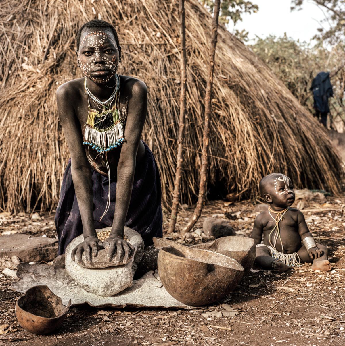 Surmas #1, Ethiopie, 2011 Photographie Fine Art print sur papier Hahnemühle 100 x 100 cm, SG-SU01 ©Stephan Gladieu