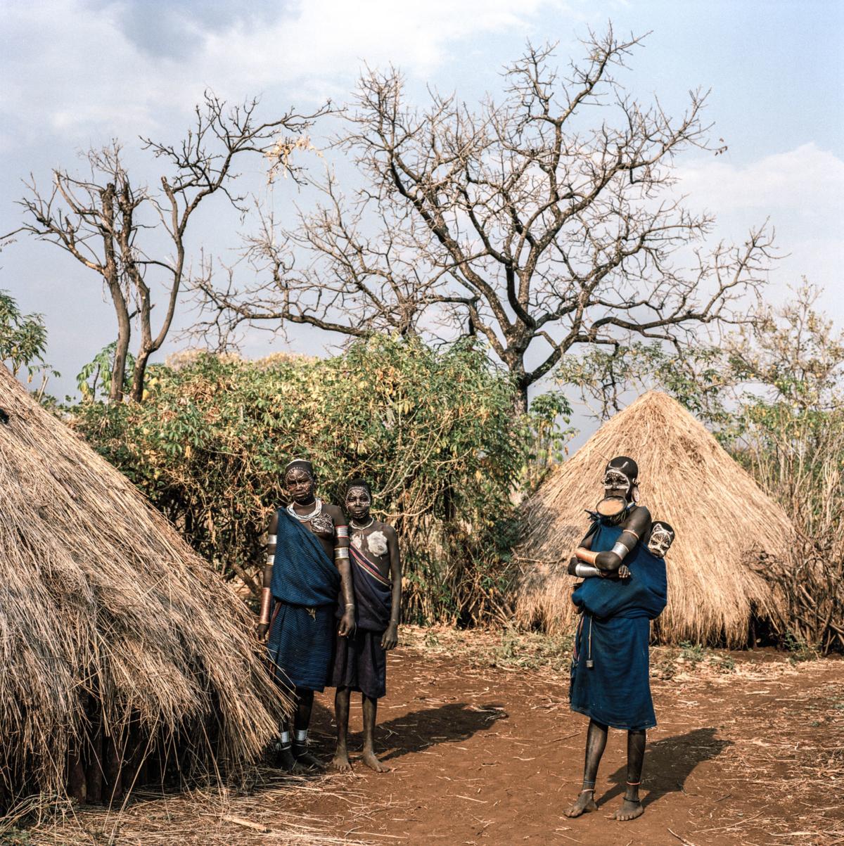 Surmas #6, Ethiopie, 2011 Photographie Fine Art print sur papier Hahnemühle 100 x 100 cm, SG-SU06 ©Stephan Gladieu