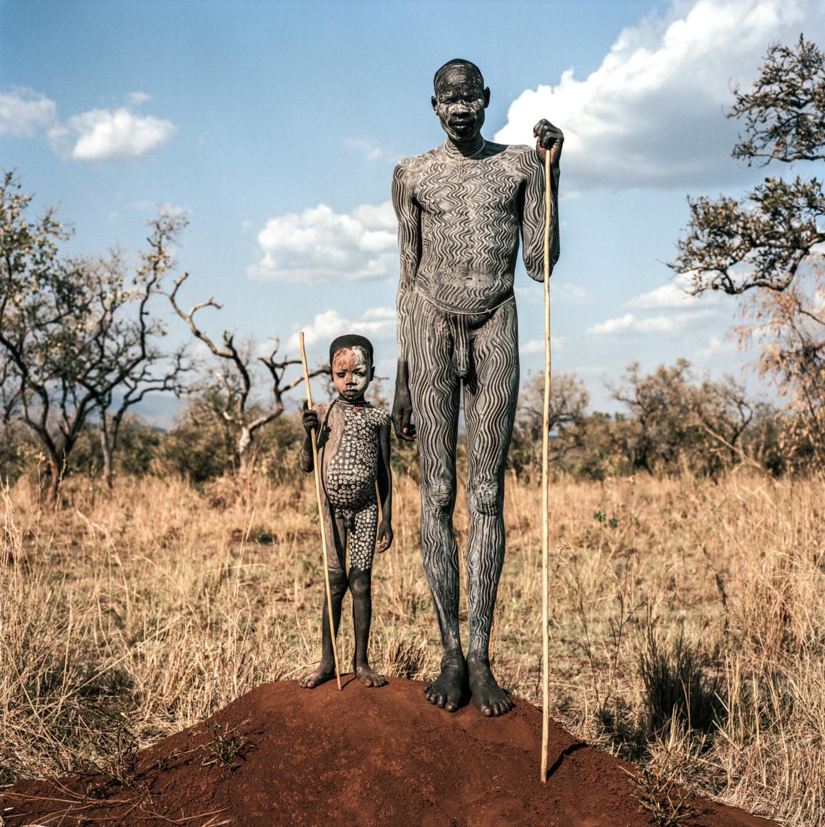 Surmas #7, Ethiopie, 2011 Photographie Fine Art print sur papier Hahnemühle 100 x 100 cm, SG-SU07 ©Stephan Gladieu