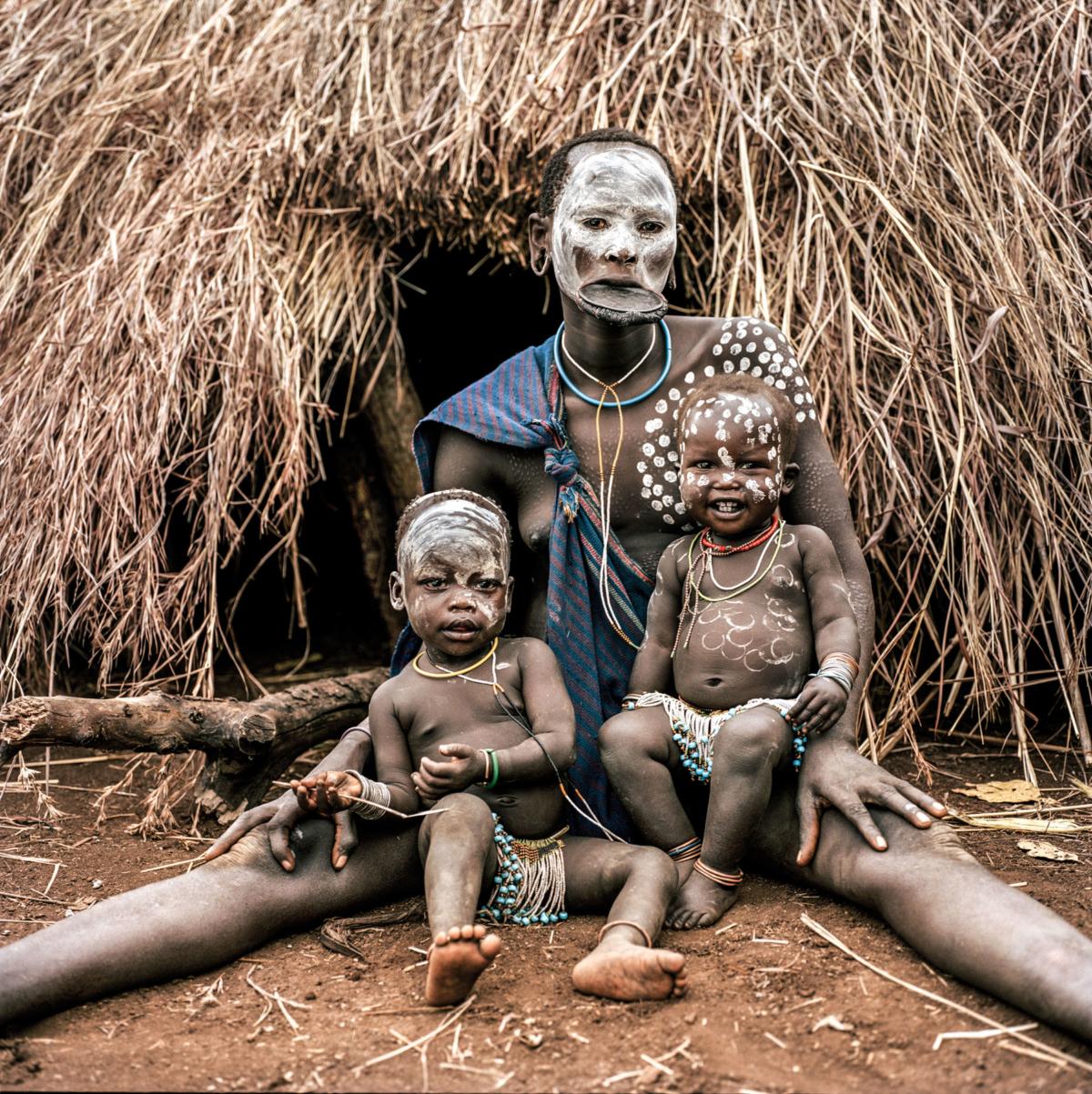 Surmas #9, Ethiopie, 2011 Photographie Fine Art print sur papier Hahnemühle 100 x 100 cm, SG-SU09 ©Stephan Gladieu