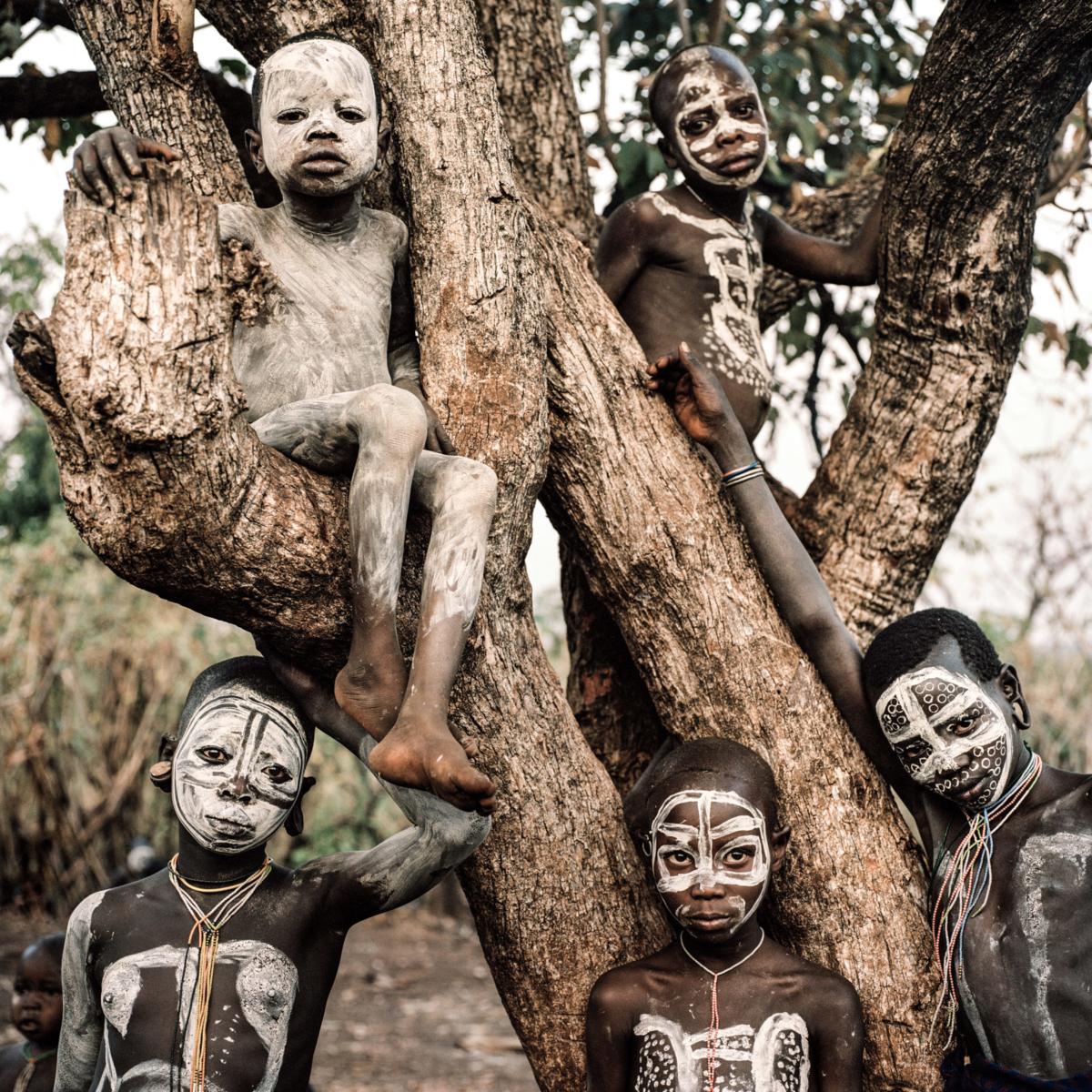 Surmas #12, Ethiopie, 2011 Photographie Fine Art print sur papier Hahnemühle 100 x 100 cm, SG-SU12 ©Stephan Gladieu