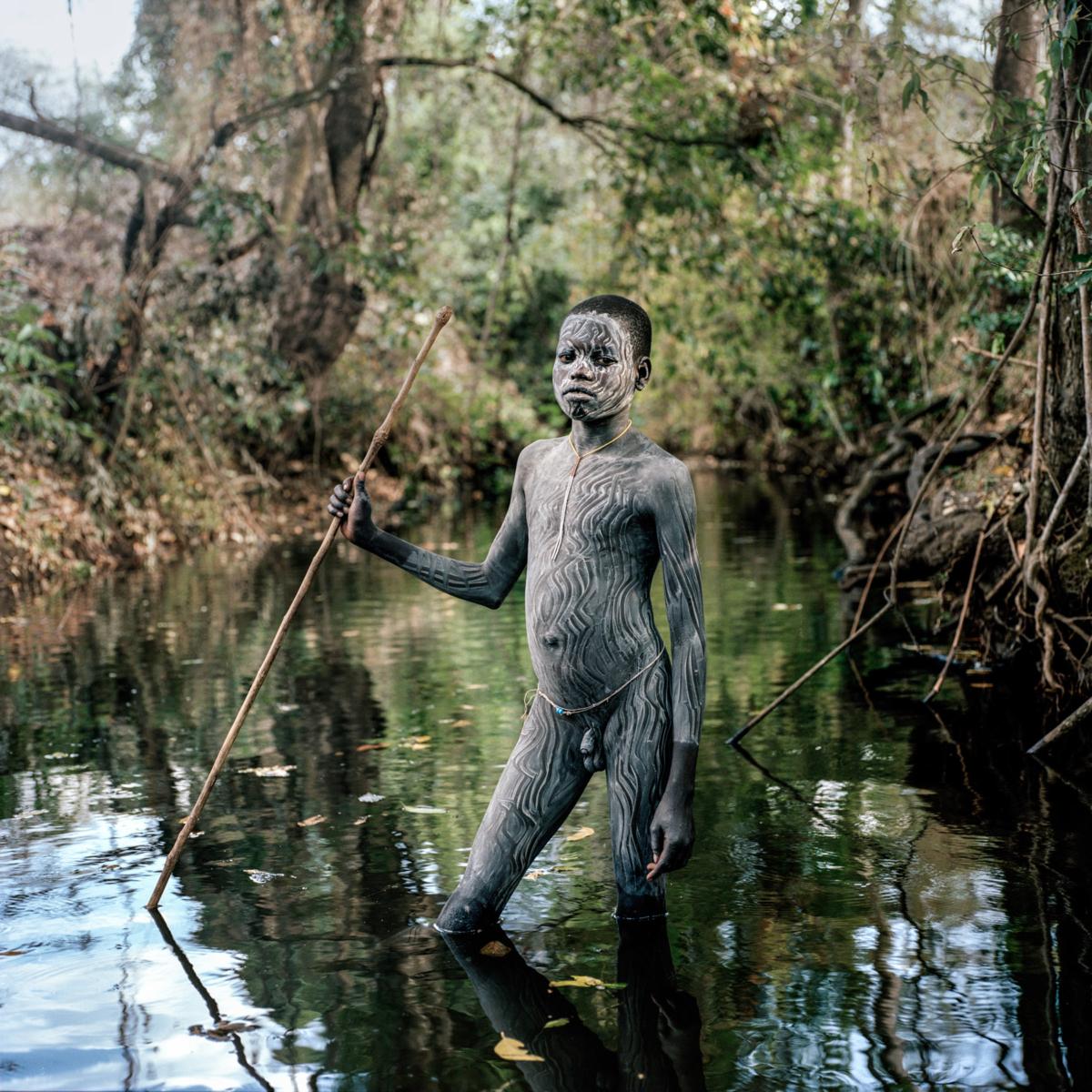 Surmas #13, Ethiopie, 2011 Photographie Fine Art print sur papier Hahnemühle 100 x 100 cm, SG-SU13 ©Stephan Gladieu