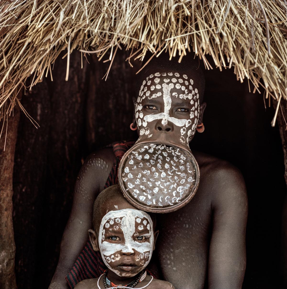 Surmas #16, Ethiopie, 2011 Photographie Fine Art print sur papier Hahnemühle 100 x 100 cm, SG-SU16 ©Stephan Gladieu