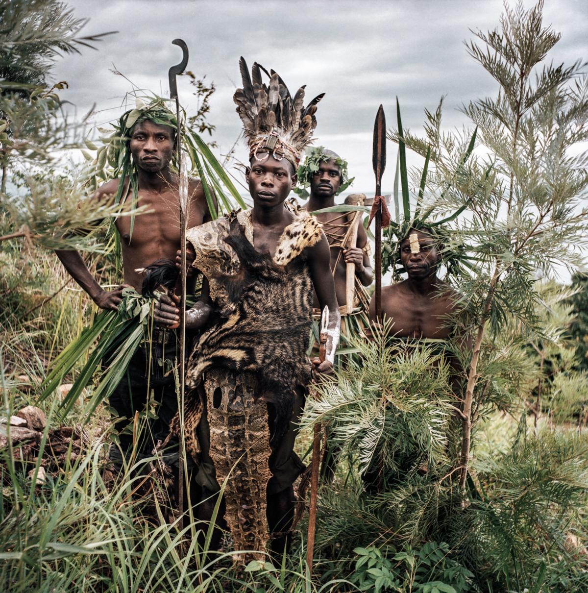 Maï-Maï #05, Congo 2006, Photographie Fine Art print sur papier Hahnemühle 100 x 100 cm, SG-MM05 ©Stephan Gladieu
