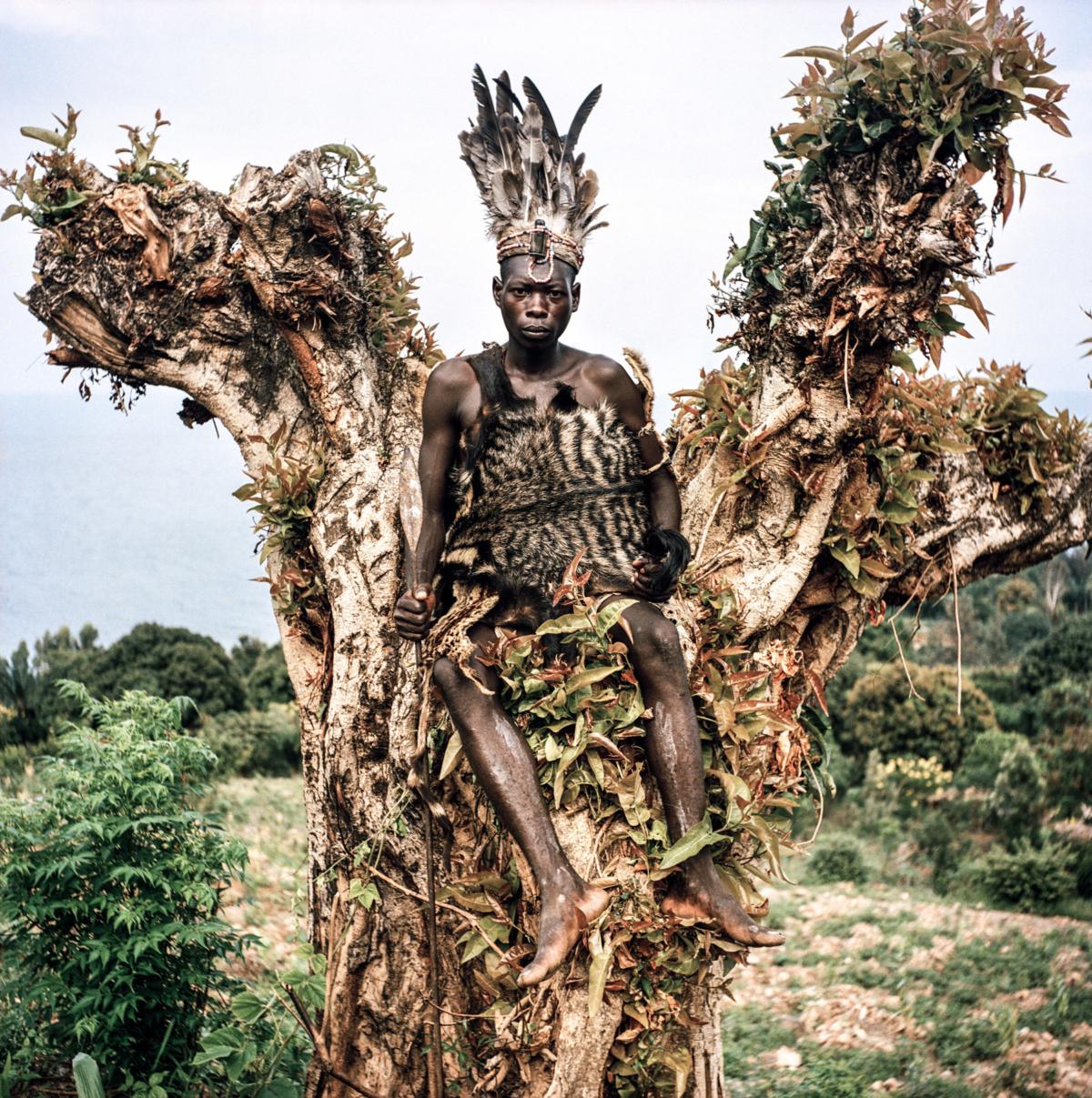 Maï-Maï #08, Congo 2006, Photographie Fine Art print sur papier Hahnemühle 100 x 100 cm, SG-MM08 ©Stephan Gladieu