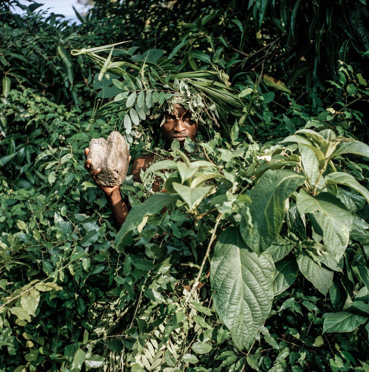 Maï-Maï #09, Congo 2006, Photographie Fine Art print sur papier Hahnemühle 100 x 100 cm, SG-MM09 ©Stephan Gladieu