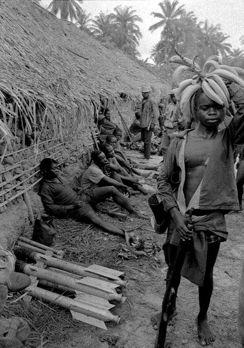 Roquettes de fabrication locale, Sécession de la province du Biafra, Nigéria, avril 1968, GC-07875-17A ©Fondation Gilles Caron