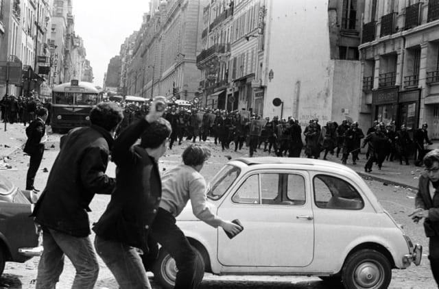 Affrontements CRS-étudiants rue des écoles, Paris, mai 1968, GC-08079-023  ©Fondation Gilles Caron