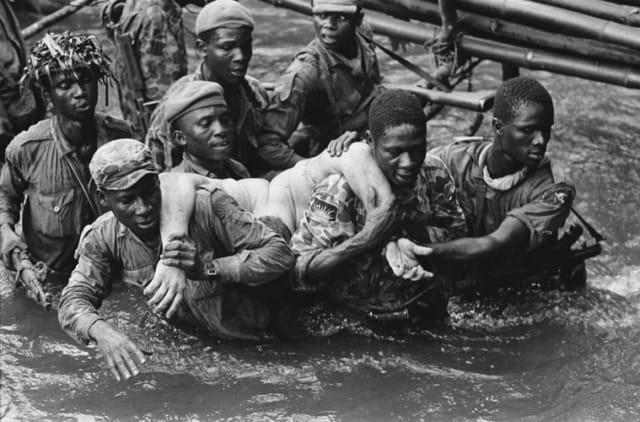 La mort de Marc Goosens, mercenaire belge, Sécession de la province du Biafra, Nigéria, novembre 1968, GC-12048B-17A ©Fondation Gilles Caron