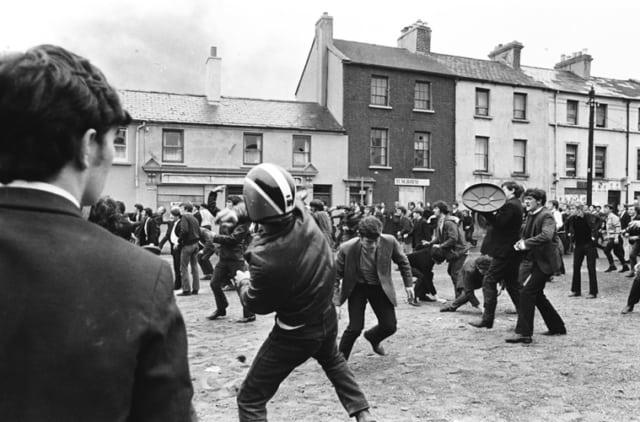 Manifestation des catholiques pour la défense de leurs droits, Ulster, Irlande du Nord, 12 août 1969, GC-16359-28 ©Fondation Gilles Caron