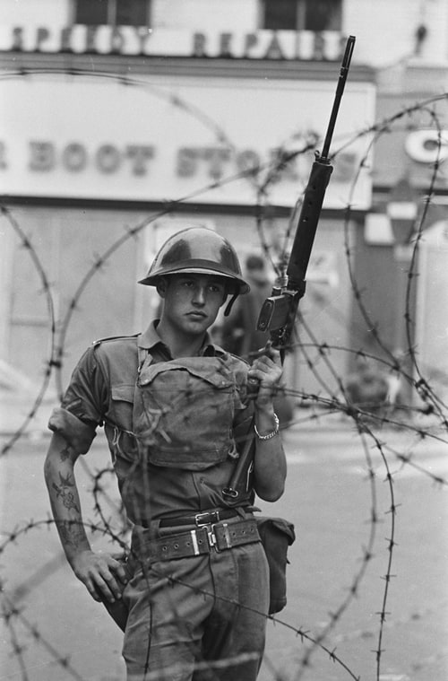 Soldat britannique, Londonderry, Irlande du Nord, août 1969, GC-16433-026 ©Fondation Gilles Caron