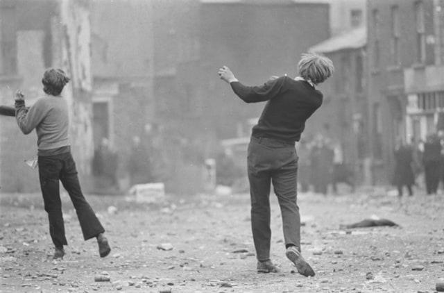 Manifestations catholiques, Londonderry, Irlande du Nord, août 1969, GC-16434-029 ©Fondation Gilles Caron