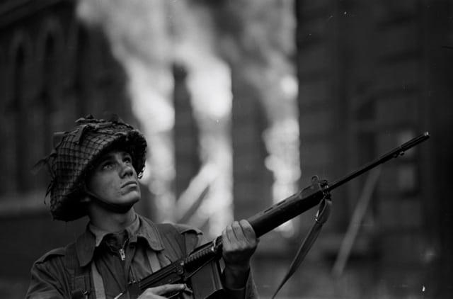 Soldat britannique à Derry, Irlande du Nord, août 1969, GC-16446-19A ©Fondation Gilles Caron