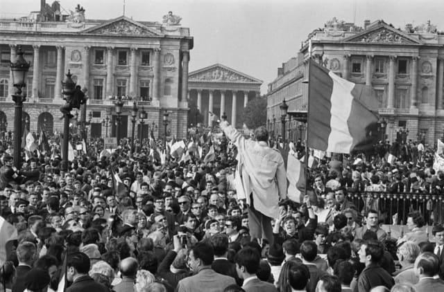 Manifestation de soutien au Général de Gaulle, Place de la Concorde, Paris, mai 1968 GC-08647-014 ©Fondation Gilles Caron