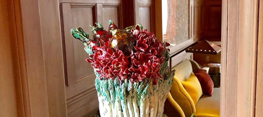 BouquetdaspergesFoliepotagere2019Installation-ceramiquesLe-connaughtLondresRestaurantHeleneDarrozeBachelotCaron