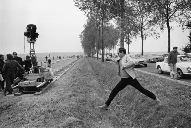 Jean Luc Godard sur le tournage du film