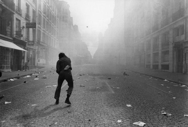 Affrontements entre CRS et étudiants, rue Saint Jacques, Paris 6 mai 1968, GC-08080-04A5A ©Fondation Gilles Caron