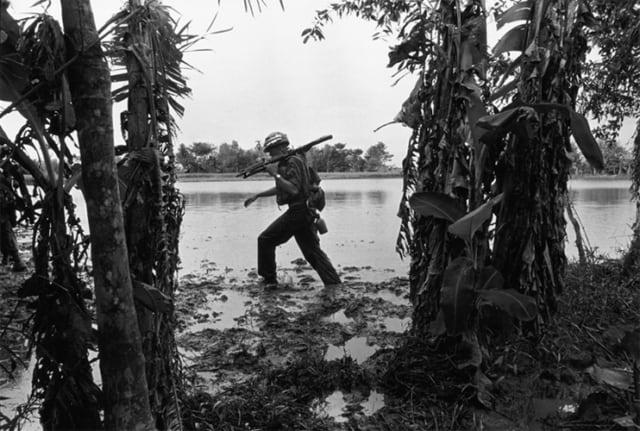 Soldat dans la boue, Guerre du Vietnam, 1967, GC-06107_06-6A ©Fondation Gilles Caron
