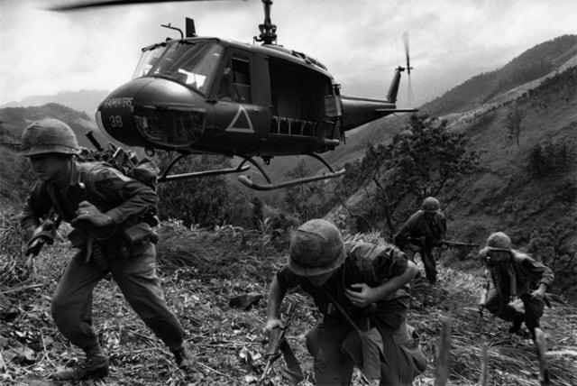 Première division hélico, Guerre du Vietnam, décembre 1967, GC-06039-08A-9 ©Fondation Gilles Caron
