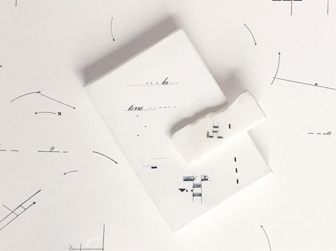 La terre, 2019 Dessin sur marbre statuaire, toile et papier - encadrement double boite américaine, 57 x 68 x 6 cm (collection privée) ©Marie Orensanz