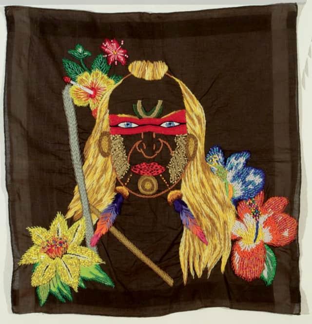 Los Herederos 5B Broderie à la main, fil de coton, rayon et appliques sur mouchoir d'homme ©CHIACHIO&GIANNONE