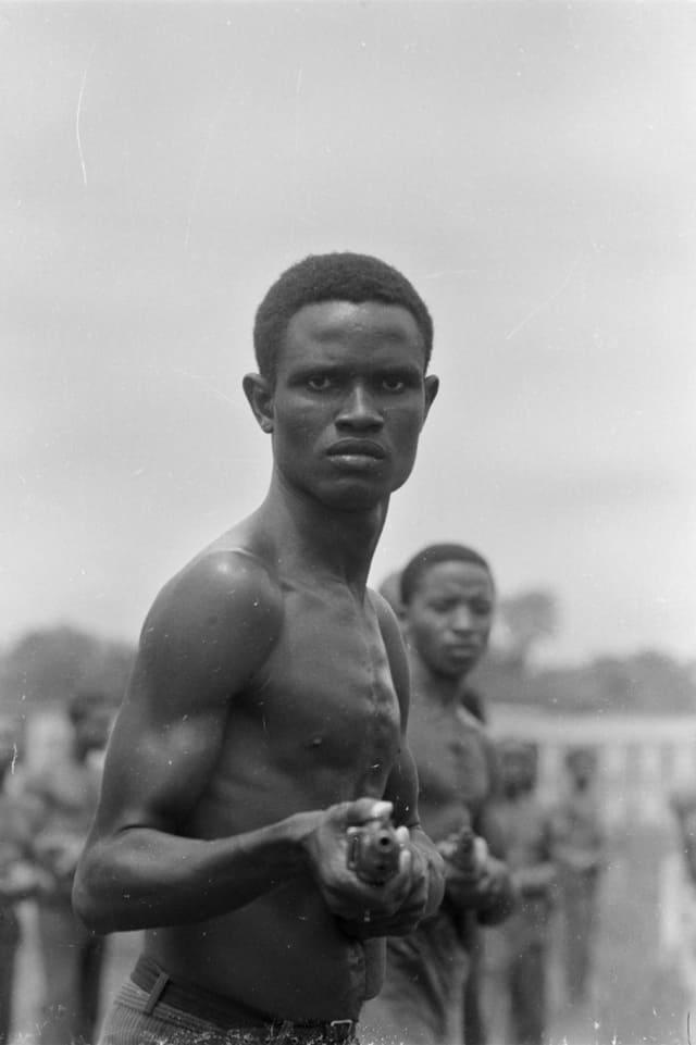 Soldats de l'armée biafraise à l'entraînement, Sécession de la province de Biafra, novembre 1968, GC-NC22 ©Fondation Gilles Caron