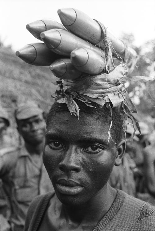 Roquettes de fabrication locale, Sécession de la province du Biafra, Nigéria, avril 1968, GC-NC34 ©Fondation Gilles Caron