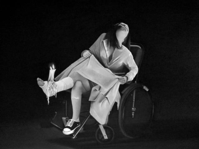 Rituel, 2019 Dessin à la pierre noire sur papier 60 x 80 cm, RT956 ©Raphaël Tachdjian