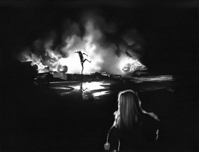 Celle qui faisait danser les ombres, 2019 Dessin à la pierre noire sur papier 65 x 50 cm, RT970 ©Raphaël Tachdjian