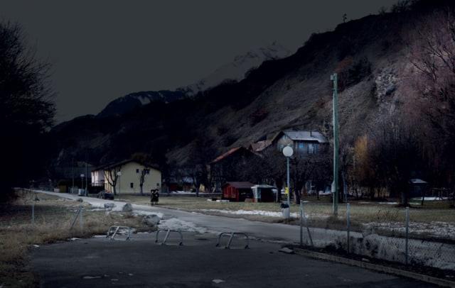 Twins, série My Sentimental Archives, 2011 photographie pigment print, 130 x 205 cm édition 8 + 2 EA ©Nicolas Dhervillers