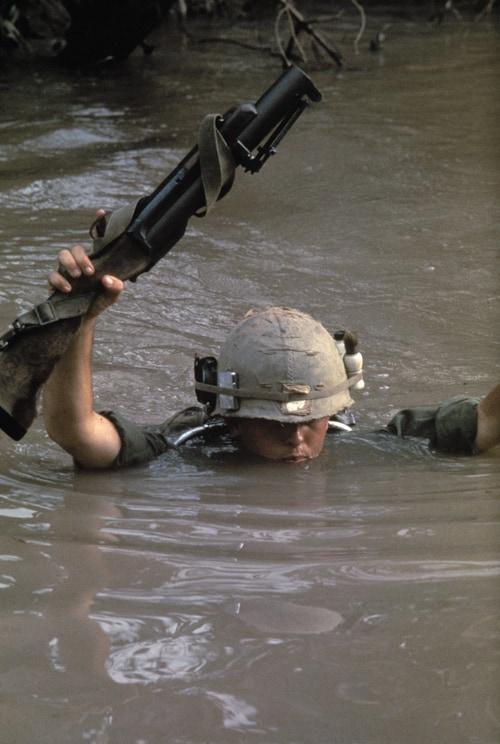 Marines dans lazone du Delta, Guerre du Vietnam, novembre 1967, GC-V51 ©Fondation Gilles Caron