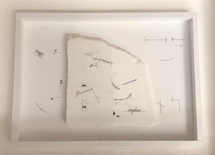 Infini, 2019 Dessin sur marbre statuaire et papier dans un cadre en bois, 46 x 37 x 6 cm, MO-19015 ©Marie Orensanz