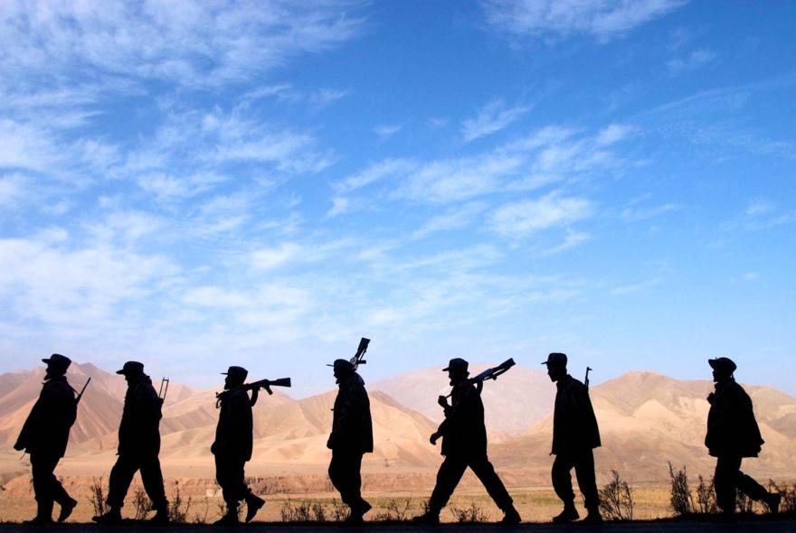SoldatsdelAllianceduNordenpostesurlalignedefrontdeBangiAfghanistannovembre2001JamesHill