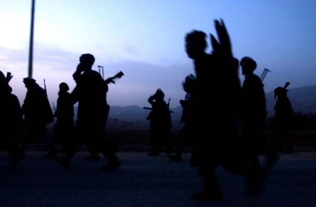 Troupes de l'Alliance du Nord se dirigeant vers la ville de Khanabad, Afghanistan, novembre 2001 ©James Hill