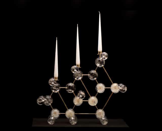 Bougeoir Dandelion Light  Pissenlits, aigrettes de pissenlit, feuille d'or, pmma et laiton plaqué or 24 carats Edition 2/3 + 2 E A ©Duy Anh Nhan Duc ©Photographie Enzo Orlando