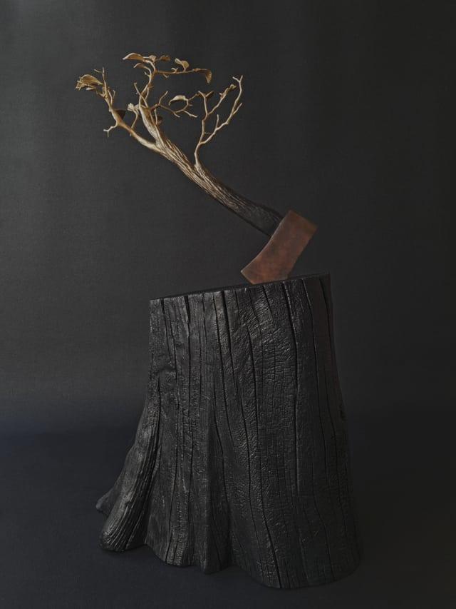 Rezilientia, 2020 Sculpture en bronze et bois brûlé 36 x 55 x 94 H cm ©Ghyslain Bertholon