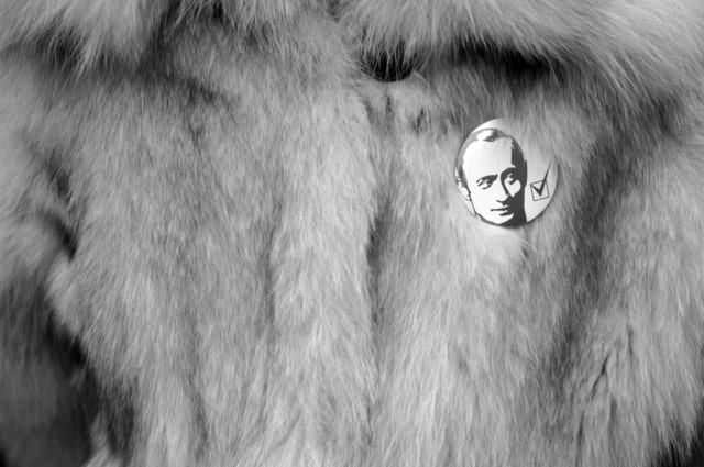 Badge à l'effigie de Vladimir Poutine jeunesse pro-Kremlin, novembre 2007 ©James Hill
