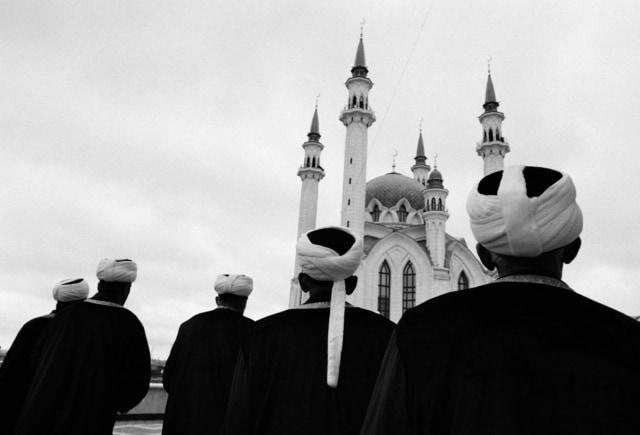 Tatars lors de l'ouverture de la mosquée Kul Sharif dans le kremlin de Kazan, 24 juin 2005 ©James Hill