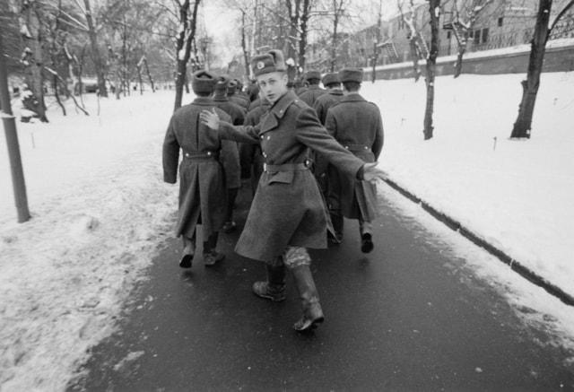 Marche de jeunes soldats russes, Russie, avril 2010 ©James Hill