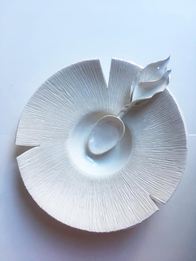 Assiette Champignon et cuillère en porcelaine ©Virginie Boudsocq