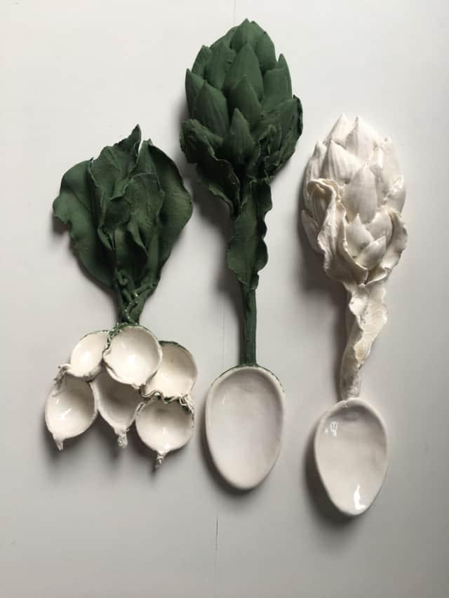 Cuillères Radis et Artichaut en porcelaine ©Virginie Boudsocq