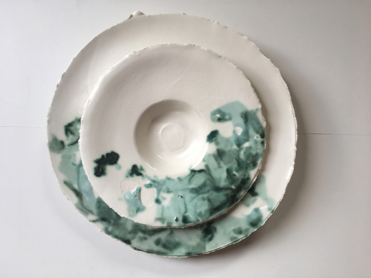 Assiettes en porcelaine ©Virginie Boudsocq