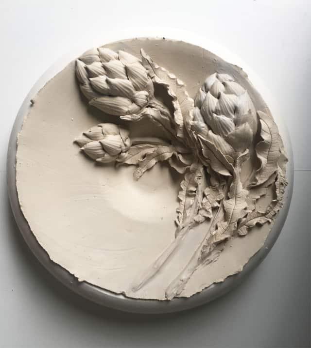 Plat bouquet d'artichauts, porcelaine ©Virginie Boudsocq